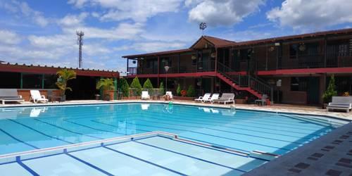 hoteles en el lago calima cerca de la entrada 5